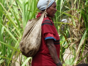 A woman wearing a woven bilum, the traditional bag that is used for carrying all kinds of things